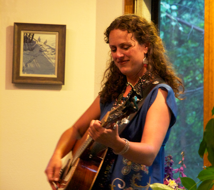 Singer-Songwriter Beth Wood