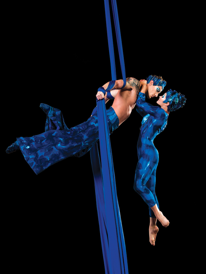 Pas de deux - Aerial silk, photo by Daniel Desmarais