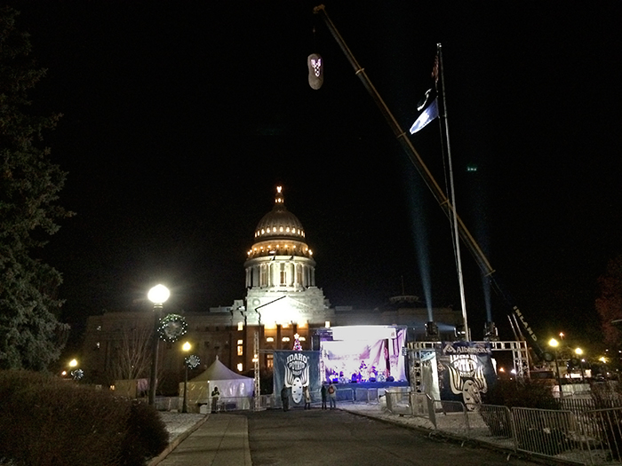 The dangling, giant spud, hanging in front of the state capitol, waiting for midnight
