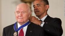 John Glenn receives the Presidential Medal of Freedom fromPresident Obama