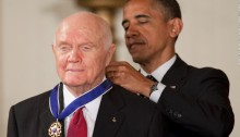 John Glenn receives the Presidential Medal of Freedom fromPresident Obama