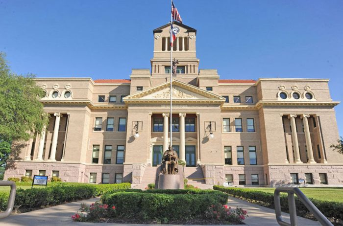 Navarro County Courthouse (Photo by Daily Sun/Ron Farmer)