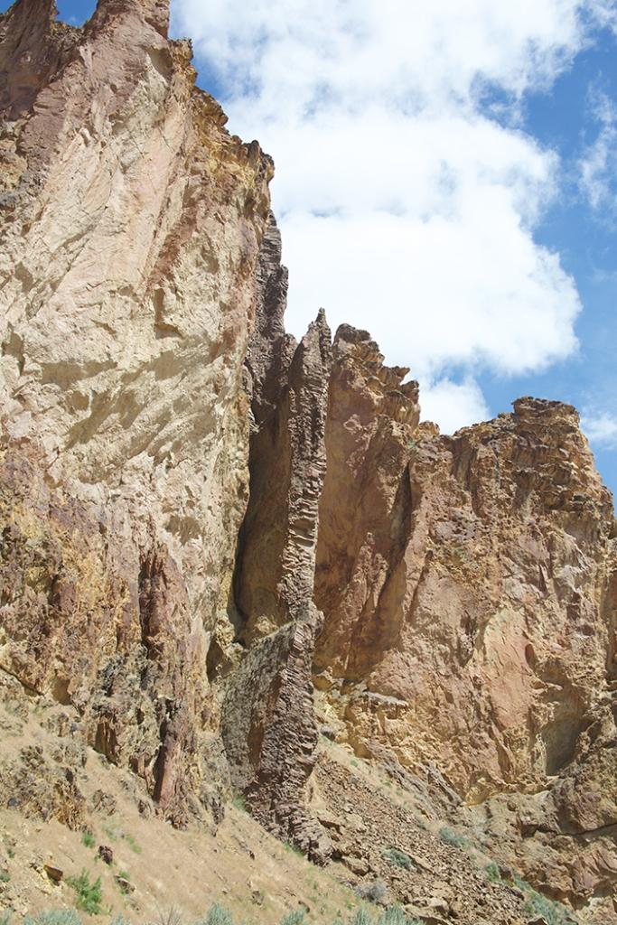 Basalt dike, Juniper Gulch, Owhyee Mountains, Oregon