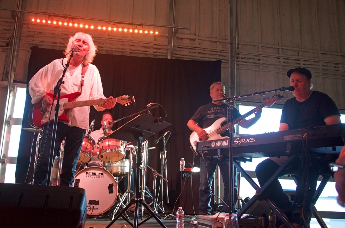Albert Lee and his band: Jason Smith on drums, Will McGregor on bass and J.T. Thomas on keyboards