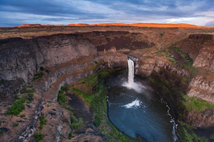 Palouse Falls, Washington: This little river did not create this giant bowl