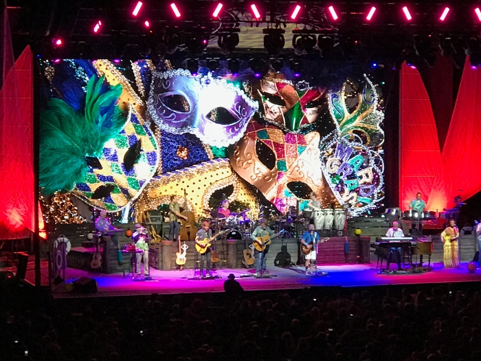 "Jimmy Buffett and the Coral Reefer Band performing ""Pencil Thin Mustache"" at the Taco Bell Area, Boise, March 13, 2019"