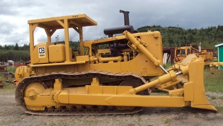 Caterpillar D-9H, freshly painted, photographer unknown